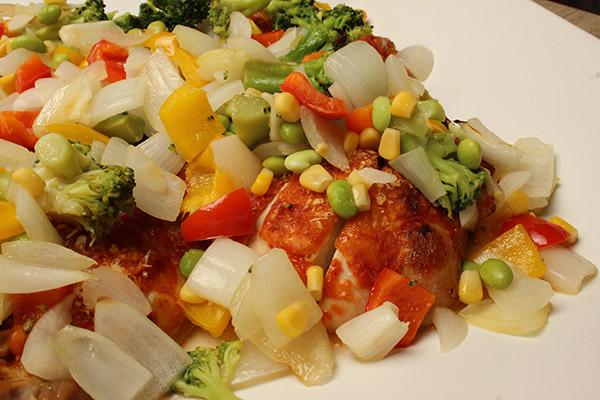 彩り野菜とチキンのオーブン焼き